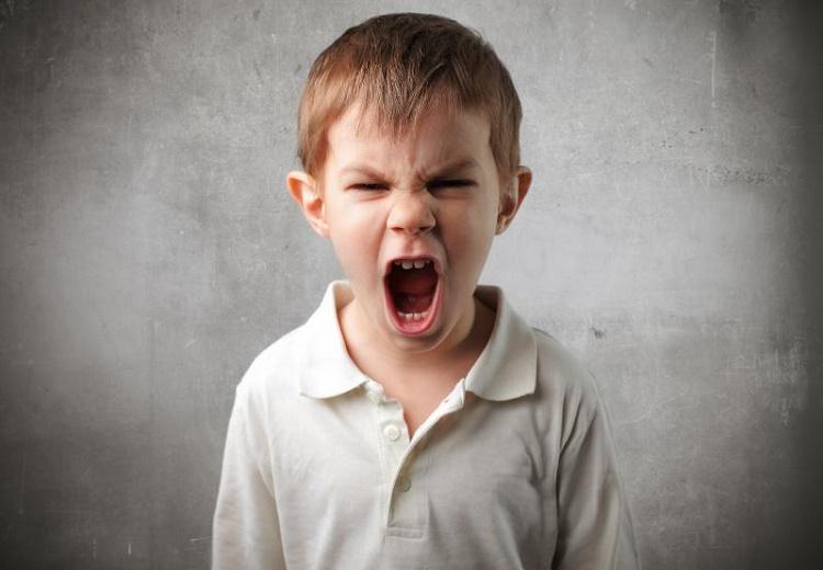 کتک زدن پدر و مادر توسط کودک و روش های کنترل آن + بخش اول