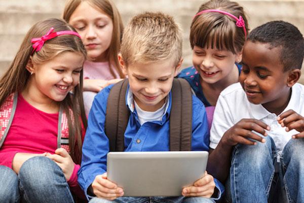 مضرات موبایل بری کودک+قصه صوتی