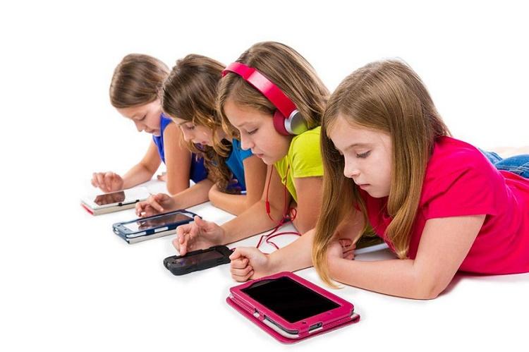 استفاده بیش از حد کودکان از تبلت و موبایل و لپ تاپ+قصه صوتی