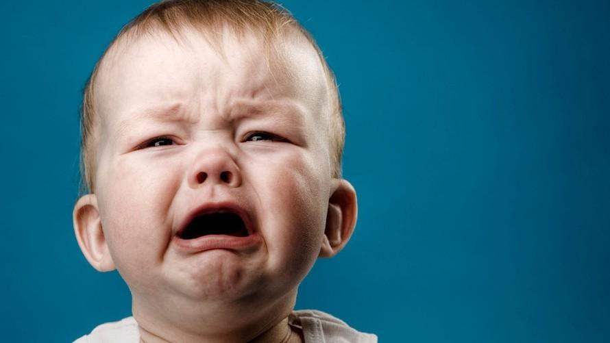 چرا کودکم گریه می کند؟