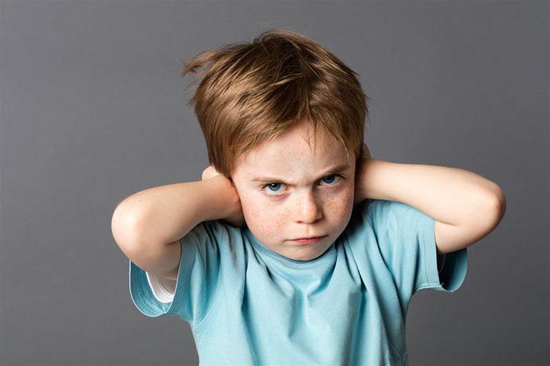 چرا کودکان لجبازی میکنند؟ چرا کودکم لجبازی می کند؟