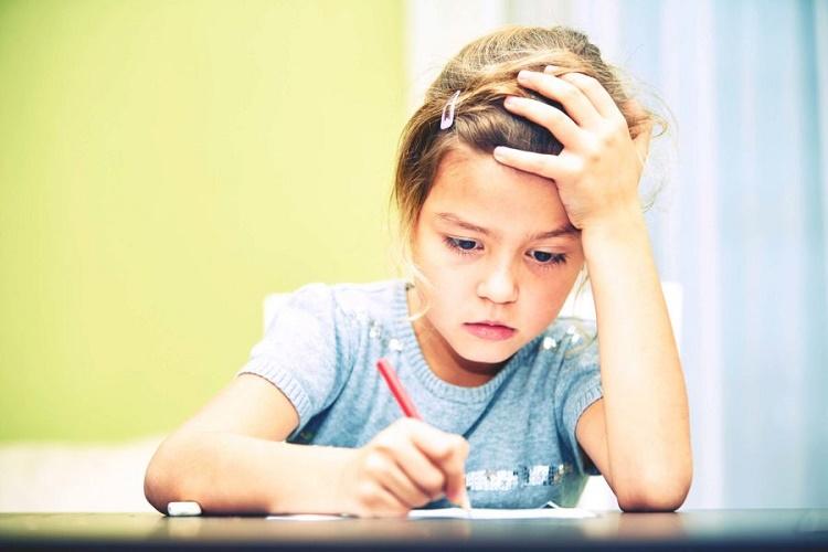 بی حوصلگی و افسردگی کودکان و روش های درمان آن + قصه صوتی