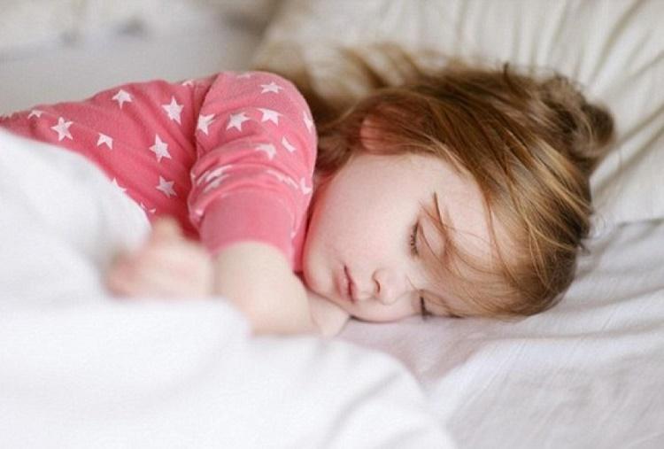 دیر خوابیدن کودک و روش های درمان آن