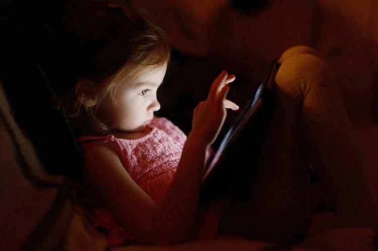 مضرات دیر خوابیدن کودکان+ قصه صوتی