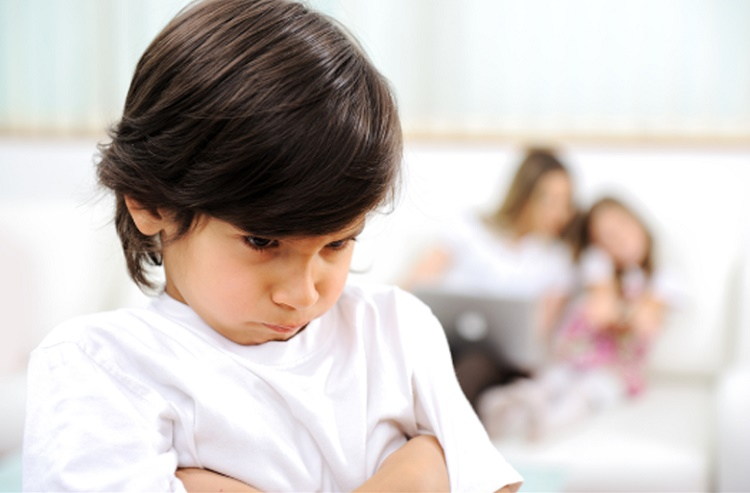 حسادت کودکان و روش های مقابله با آن + قصه صوتی