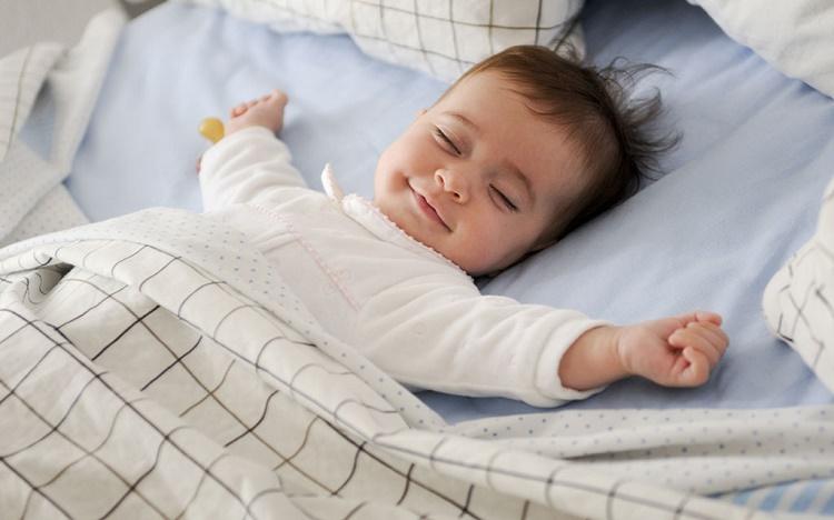 خوابیدن کودک با والدین + قصه شب