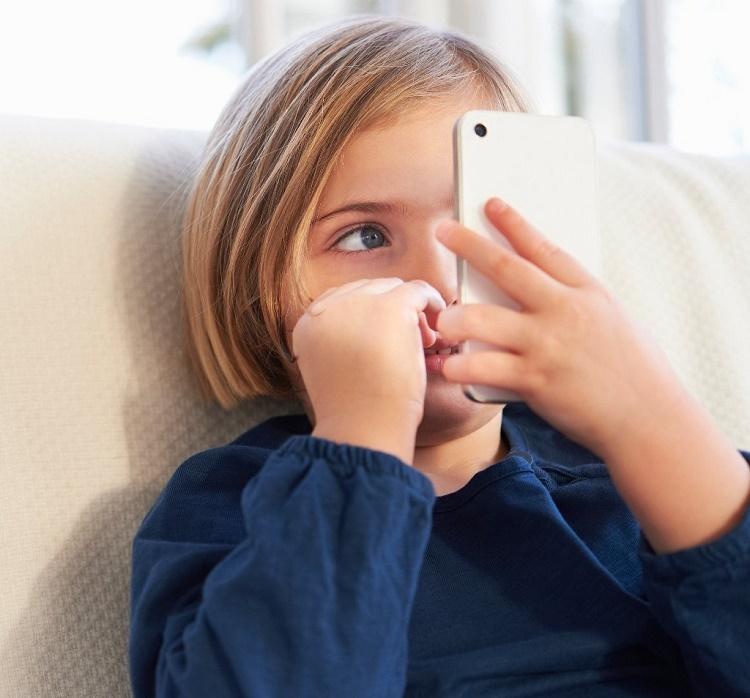 خطرات تلفن همراه برای کودکان+ قصه صوتی