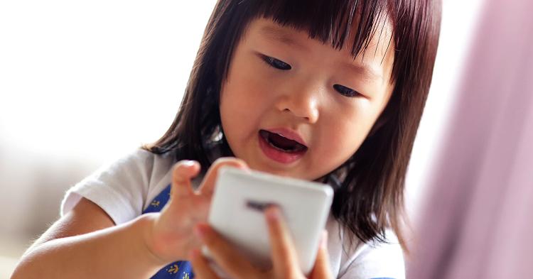 خطرات تلفن همراه برای کودکان + قصه  صوتی